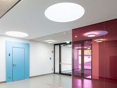 Geschwister-Scholl-School, Worms (GER) Photographer: ©Daniel Vieser The door closer TS 93 fullfill the high requirement of the entrance solution combined with high comfort. The closer is suitable for barrier-free doors according to DIN 18040. In addition, the EASY OPEN technology of the TS 93 creates a high level of comfort when opening the door. #architecture #design #building #ArchitectureDesign #Smartandsecureaccesssolutions #TrustedAccess #dormakaba #TS93