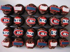 montreal canadiens cupcakes for my man Montreal Canadiens, Hockey Birthday Cake, Hockey Cupcakes, Invitation Fete, Hockey Pictures, Nhl Hockey Jerseys, Tall Cakes, Valentines Food, Game Day Food