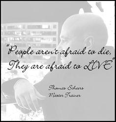 """""""Mensen zijn niet bang om te sterven. Ze zijn bang om te leven""""  Thomas Scheers Master Trainer Coaching, Om, Training, People, Fitness Workouts, Work Outs, Education, People Illustration, Folk"""