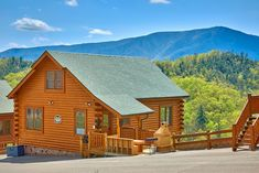 A beautiful log cabin in Gatlinburg with the mountains in the background.