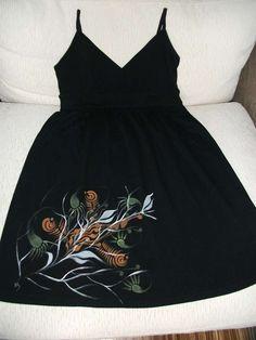 Pittura su stoffa - Motivo colorato per vestito nero di stoffa
