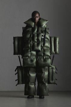 Moncler 5 Craig Green Fall 2019 Ready-to-Wear Fashion Show Collection: See the complete Moncler 5 Craig Green Fall 2019 Ready-to-Wear collection. Look 9 Nylons, Craig Green, Fashion Show, Mens Fashion, Weird Fashion, Fashion Trends, Business Casual Men, Couture, Shades Of Black