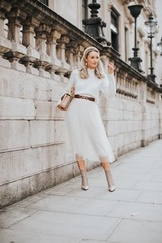How to wear the Tulle Trend this Winter - Fashion Mumblr Source by fashion office Fashion Mumblr, Womens Fashion, Fashion Tips, Fashion Outfits, White Tulle Skirt, Tulle Skirts, Shorts Longs, Feminine Style, Feminine Fashion