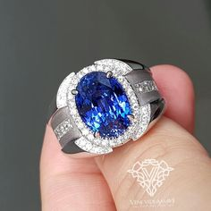 Ring for a man, and it turns out to be gorgeous!! The center stone is a 9.08 ct Cornflower Blue Sapphire from srilanka., and the mounting is 18k White gold + F color Diamonds. #VVAgems