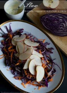 slaw di cavolo viola mele e carote Best Italian Recipes, Recipe Boards, Fett, Superfoods, Yogurt, Side Dishes, Cabbage, Healthy Recipes, Healthy Food