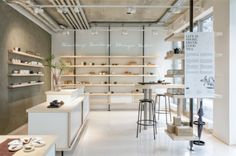The P & T tea shop Berlin-Mitte is located in the Alte Schönhauser Staße. Discover teas, paper and accessories from Mo - Sa from till Design Shop, Showroom Design, Shop Interior Design, Cafe Design, Interior Ideas, Store Layout, Retail Store Design, Retail Stores, Store Interiors