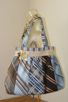 would love to do this with some of Daddy's old ties / necktie purse Necktie Purse, Necktie Quilt, Old Ties, Tie Crafts, Diy Purse, Fabric Bags, Upcycled Vintage, Handmade Bags, Sewing Hacks