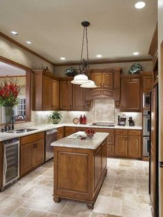 I love the tile and back splash in this kitchen! I think that these colors would work well in my kitchen!