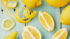 O limão é um dos ingredientes mais comuns na cozinha, mas pode ser um pouco trabalhoso de usar. Porém, e com um truque simples, consegue livrar-se de toda a casca sem desperdiçar. #Descascar_Limão #dicas #truques #cozinha #limão
