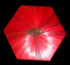 Hexagonale rouge. http://jylitis-creations.alittlemarket.com/