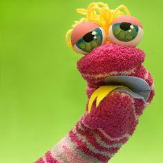 """Hoy os presentamos a """"Marioneta Calceta"""", una marioneta realizada con un calcetín. Una buena idea para reutilizar esos calcetines despare..."""