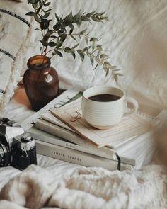 Cold mornings, toasty socks ** and creamy hot chocolate, yummy! Flat Lay Photography, Coffee Photography, Life Photography, Cozy Aesthetic, Autumn Aesthetic, Coffee And Books, Coffee Love, Coffee Break, Book Flatlay