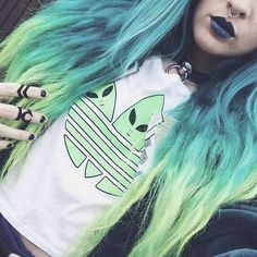 Alien-witch queen!  Brewing up a storm in her 'Hunt' and 'Occult' #midis, sweet doll @vintageena.  Loving her locks! What would be your dream hair colour?!  Dark hand candy here. ➕//SHOP: therogueandthewolf.com➕