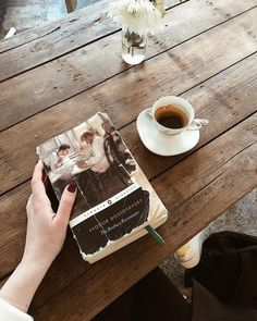 Book Aesthetic, Aesthetic Pictures, Aesthetic Coffee, Back To University, Book Study, Coffee And Books, Classic Books, Book Photography, Bookstagram