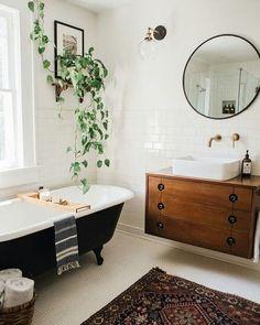 5 indispensables déco salle de bain : plante verte, miroir rond, tapis - Le BLog déco de MLC