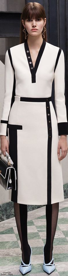 Balenciaga Pre-Fall 2015 Fashion Show - Vanessa Moody (Women) Fashion Details, Love Fashion, Runway Fashion, Trendy Fashion, High Fashion, Fashion Show, Fashion Looks, Womens Fashion, Fashion Design