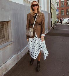 22 Midi Skirts You Can Wear Straight Through Fall - Moda Fashion, Skirt Fashion, Fashion Outfits, Womens Fashion, Fashion Trends, Fall Winter Outfits, Autumn Winter Fashion, Winter Style, Mode Outfits