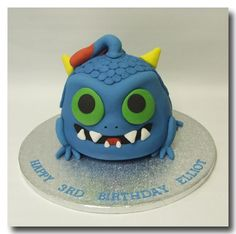 I just had to pin this because my cousin loves skylanders:) love my cous Chloe:) Cute Cupcakes, Cupcake Cookies, Dessert Table Birthday, Dessert Tables, Birthday Cakes, Skylanders Party, Star Wars Cake, Cake Board, Novelty Cakes