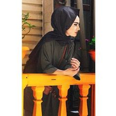 Fashion Model Drawing, Girl Hiding Face, Fashion Models, Fashion Outfits, Cute Boys Images, Profile Picture For Girls, Hijabi Girl, Insta Photo Ideas, Girl Pictures