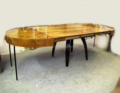 Stůl rozklásací. Jindřich Halabala.