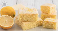 Saftiger Zitronenkuchen vom Blech: Einfaches Zitronenkuchen-Rezept, das auch Anfänger leicht nachbacken können. Der Zitronenblechkuchen ist sehr saftig und hält mehrere Tage frisch.
