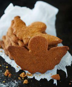 Mureat piparkakut // Crunchy Gingerbreads Food Virpi Janhonen Style Emilia Kolari Photo Riikka Kantinkoski Maku www. Cute Cafe, Food Inspiration, Sweet Recipes, Cookie Recipes, Gingerbread, Food And Drink, Cookies, Cake, Desserts