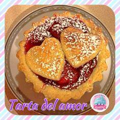 Tarta de Amor!!! Ideal para dos personas, rellena de mermelada de fresa y decorada con corazones!!! Ideal para una cita romantica!!!