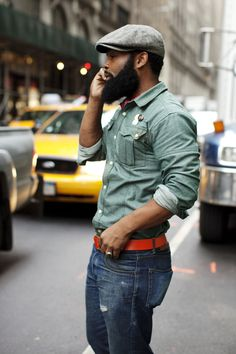 For a casual look the flat cap always fits the bill . ImageTaken from The Sartorialist The Sartorialist, Men In Black, Hot Black Guys, Black Boys, Black Men Styles, Rugged Style, Style Casual, Men's Style, Hobo Chic Style