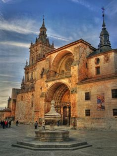 Cathedral of Burgo de Osma - Castile and León, Spain Sacred Architecture, Beautiful Architecture, Beautiful Buildings, Monuments, Cathedral Church, Old Churches, Spain And Portugal, Chapelle, Place Of Worship