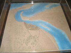 een maquette van hoe het tegenwoordige Dubai eruit zag voor de grote olievondst in de jaren 50-60