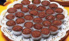 Receita de Brigadeiro - Docinho e salgadinho - 6 colheres (sopa) de chocolate em pó peneirado · 4 colheres (sopa) de manteiga · 2 latas de leite condensado · 1 xícara de chocolate granulado