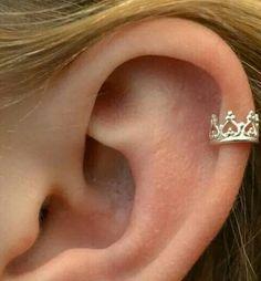 Crown ear cuff pierced ear wrap helix ear cuff not cartilage earring . - Crown ear cuff pierced ear wrap helix ear cuff not cartilage earring spiral earring fake piercing g - Faux Piercing Oreille, Piercing Implant, Cute Ear Piercings, Helix Piercing Jewelry, Cute Cartilage Piercing, Multiple Ear Piercings, Septum, Cute Cartilage Earrings, Cartilage Earrings