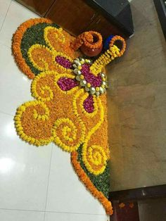 These New Year rangoli designs may not be as detailed as Sankranti rangoli designs or Diwali rangoli or even the themed ones like Ganesh rangoli, and so on. Rangoli Designs Flower, Rangoli Patterns, Rangoli Ideas, Rangoli Designs Diwali, Diwali Rangoli, Flower Rangoli, Beautiful Rangoli Designs, Rangoli With Flowers, Easy Rangoli