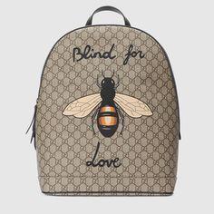 9c4d0f5b044 Sac à dos Suprême GG à imprimé abeille Gucci Men