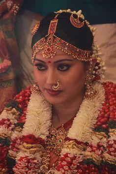 Traditional Southern Indian bride wearing bridal saree, jewellery and hairstyle… Indian Bridal Makeup, Indian Bridal Fashion, Beautiful Bollywood Actress, Most Beautiful Indian Actress, Indiana, South Indian Bride, South Actress, Wedding Pics, Wedding Bride
