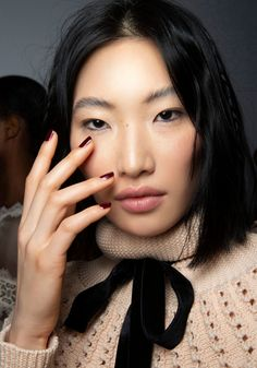 Good Lack: die Nagellack-Trends im Herbst 2020Auch in Sachen Nagellack bringt jede neue Saison neue Trends mit sich. Immerhin ist der Nagellack die schnellste und einfachste Möglichkeit, frischen Wind in den Look zu bringen. Diesen Herbst lassen wir uns von unseren Lieblingsgetränken inspirieren – von Aperol bis Rotwein. #nagellack #nägel #manicure #beautiful #nails #nailpolish