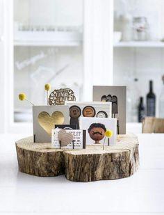 Fotostandaard van een plankje boomstam met wat spijkers. Leuk