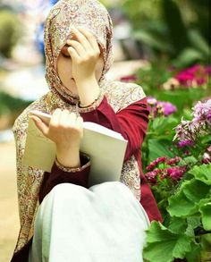 Learn Quran Academy provide the Quran learning services at home. Our mission to teach Quran with proper Tajweed and Tafseer to worldwide Muslim community. Beautiful Muslim Women, Beautiful Girl Image, Beautiful Hijab, Girl Photo Poses, Girl Photography Poses, Girl Photos, Hijabi Girl, Girl Hijab, Muslim Fashion