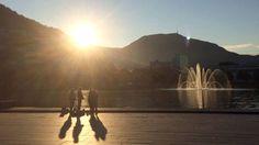 BERGEN: Solen skinner over Bergen fredag morgen, og lover en fin dag i vest. FOTO: RONALD TOPPE /
