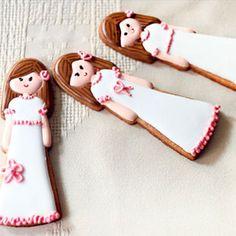 Galletas de primera comunión niña. Ideas originales y fáciles de hacer en casa. Galletas sencillas de comunión. Detalles de primera comunión en Charhadas.com.