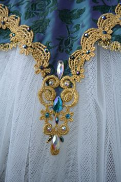 Amazing details with blue and gold ballet tutu Dance Costumes Ballet, Ballerina Costume, Tutu Costumes, Carnival Costumes, Ballet Bag, Ballet Tutu, Ballet Dance, Bolshoi Ballet, Ballet Class