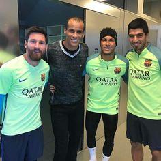 Eu conheci e me apaixonei pelo Barcelona por causa de Rivaldo, ainda em 1999. Ver esse quarteto juntos faz o olho lacrimejar! Hehe