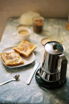 Perfect Morning Trifecta: slow morning / hot coffee / buttered toast