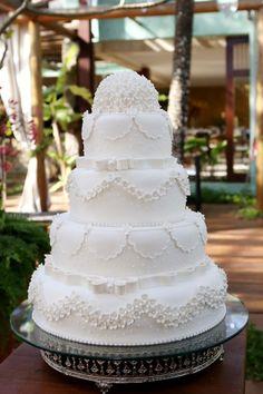 Bolo de casamento clássico - Bolo clássico de casamento - Bolo - Cake - Wedding Cake - Bolo Branco - White Cake - Bolo Clássico - Casamento - Wedding - Inesquecível Casamento