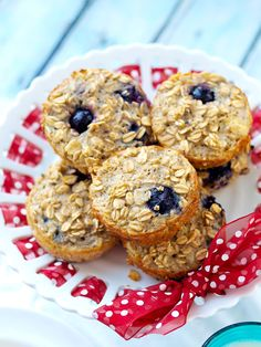 Muffins aren't the only food you can make in a muffin tin! From omelette muffins to pizza cupcakes and mini fruit pies, you have to check out these 12 easy (and tasty) recipes you can make in a muffin tin. Baked Oatmeal Muffins, Blueberry Oatmeal Muffins, Baked Oats, Bento, Healthy Breakfast Options, Health Breakfast, Breakfast Ideas, Brunch Casserole, Breakfast Bake