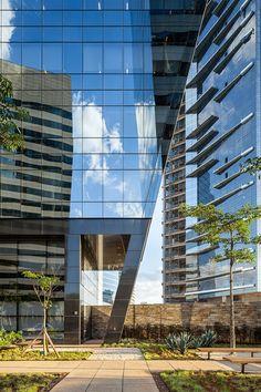 Rochaverá Corporate Towers / Aflalo/Gasperini Arquitetos
