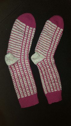 Socken im Hebemaschenmuster mit 2 verschiedenen Wollfarben