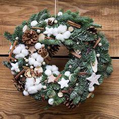 """#мелочижизни#melochizhizni Зимние """"пухлики"""" добавят уюта в ваш дом  Каждый венок не повторим, даже если очень стараться, получается немного по-другому. Видимо это зависит от вдохновения  Для заказа 89153170999 #NYmelochizhizni Christmas Wreaths, Merry Christmas, Christmas Ideas, Diy Wreath, Xmas Decorations, Yule, Holiday Decor, Instagram Posts, Flowers"""