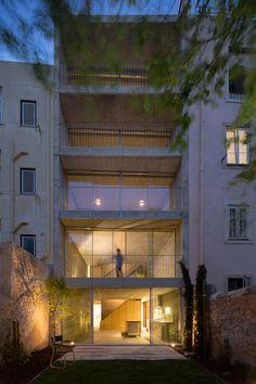 Wohnhaus in Lissabon von ARX Portugal Arquitectos, Gartenansicht