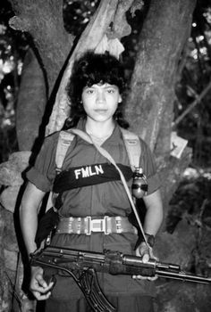 Celebrating women revolutionaries, rebels, and fighters of Latin America: El Salvadoran FMLN Rebels; Chicana Brown Berets on the last day of Women's history. Military Women, Military History, Salvadoran Civil War, Age Tendre, Ernesto Che, Latin Women, Female Soldier, Military Photos, American War